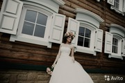Свадебное платье с украшениями ручной работы