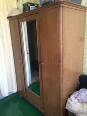 Советский шкаф из шпона с зеркалом