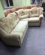 Продам диван угловой желтый